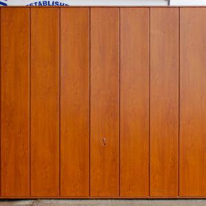 Garador Sherwood Wide Vertical Rib in Golden Oak Decograin