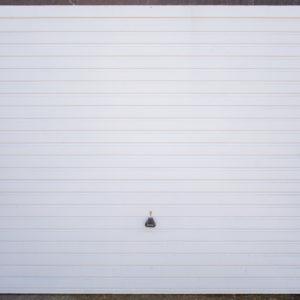 Garador Horizon, Horizontally Ribbed, finished in White